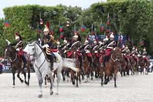 Le carrousel des lances, conduit par la lieutenant Pauline Mièze